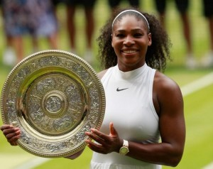 Serena Williams gets her hands on a 7th Wimbledon trophy after beating Angelique Kerber. (Adam Pretty/Getty Images)