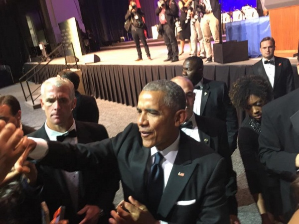 President Obama shakes hands with guests after Phoenix Dinner